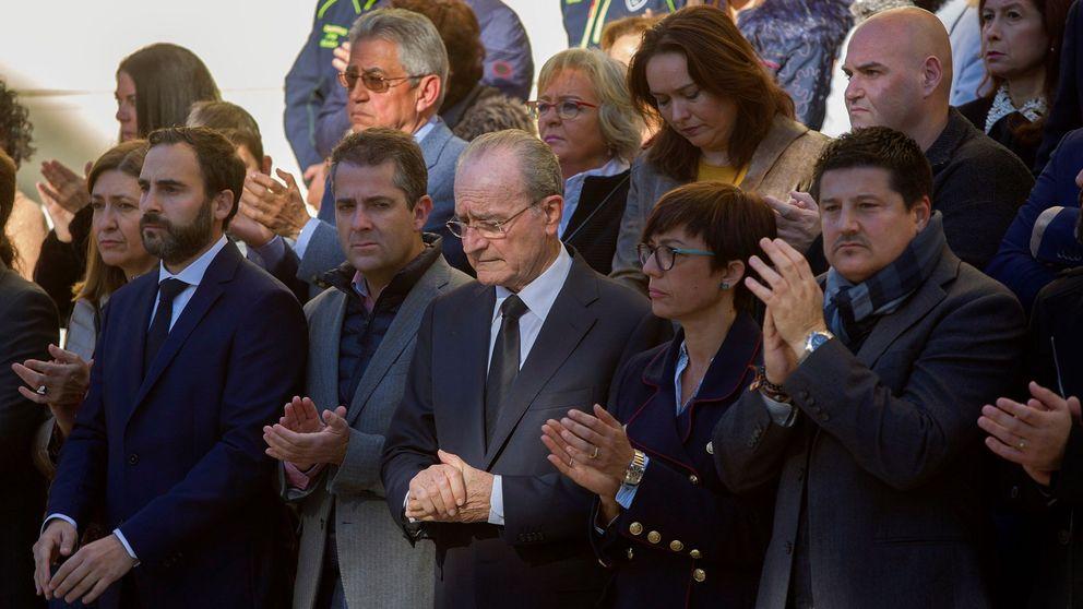 Minuto de silencio ante el Ayuntamiento de Málaga para recordar a Julen