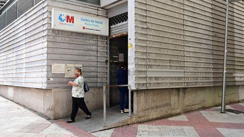 De médica a 'rider': la burocracia impide ejercer en sanidad a cientos de venezolanos