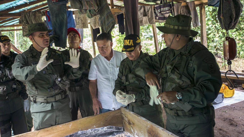 Foto: El ministro de Defensa, Vladimir Padrino, habla durante una operación militar para destruir laboratorios clandestinos en Zulia, en la frontera con Colombia, en 2014. (Reuters)