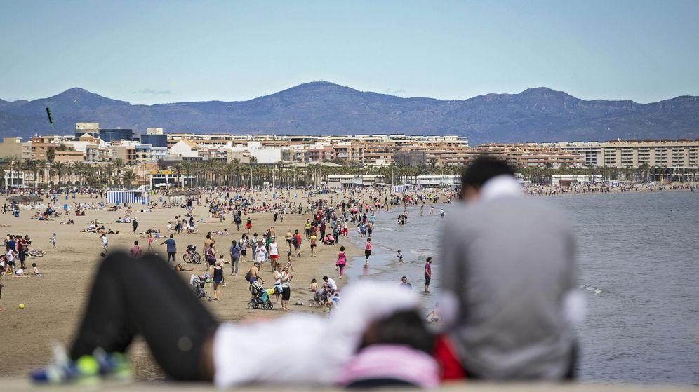 Foto: La Playa de La Malvarrosa y Las Arenas en Valencia. (EFE)