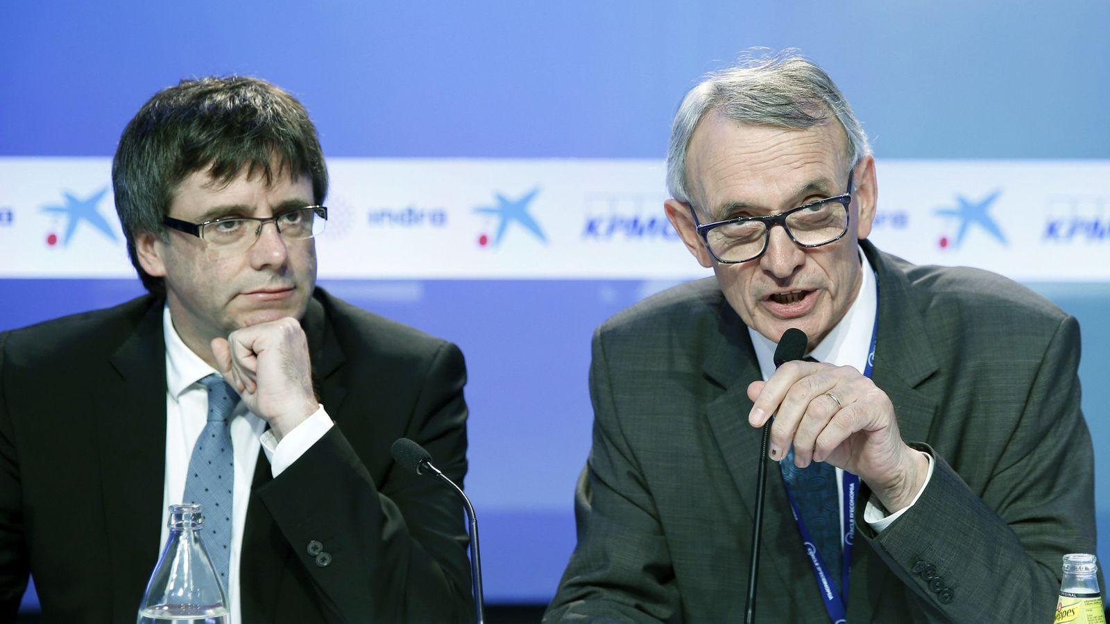 Foto: El presidente de la Generalitat, Carles Puigdemont (i) y el presidente del Círculo de Economía, Antón Costas. (EFE)