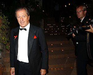 Philippe Junot reaparece en la boda de Carla Goyanes
