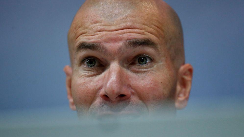 Foto: Zinédine Zidane, durante la comparecencia de prensa en la que anuncia su final en el Real Madrid. (Reuters)