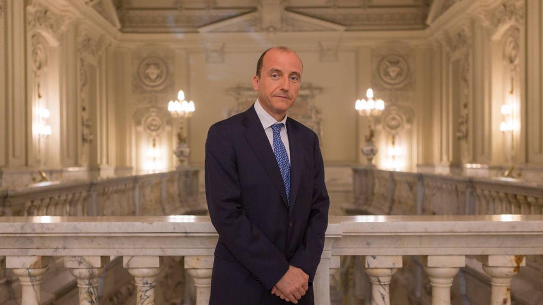 España elige a un directivo del BdE para salvar su silla en el fondo de rescate europeo