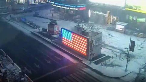 Así se cubre de nieve Times Square, en un minuto