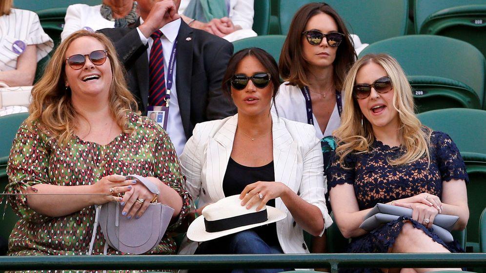 Foto: Meghan Markle, junto a sus amigas en Wimbledon. (Reuters)