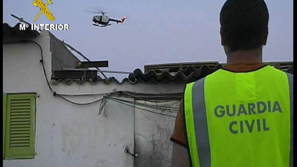 Foto: Guardia Civil libera en Alicante a una víctima de secuestro a quien posteriormente detiene (Guardia Civil)