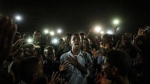 El grito pacífico de unos jóvenes en Sudán, de Yasuyoshi Chiba, gana World Press Photo