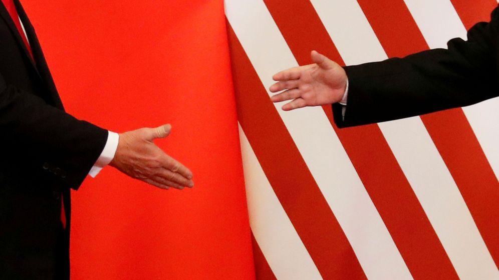 Foto: Donald Trump y Xi Jinping, segundos antes de darse la mano el 9 de noviembre de 2017. (Reuters)