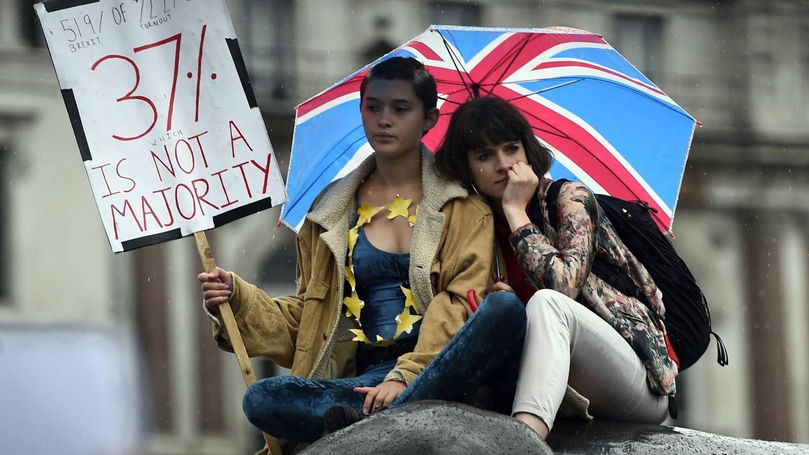 Foto: Manifestantes contrarios al Brexit protestan en Trafalgar Square, Londres, el 28 de junio de 2016. (Reuters)