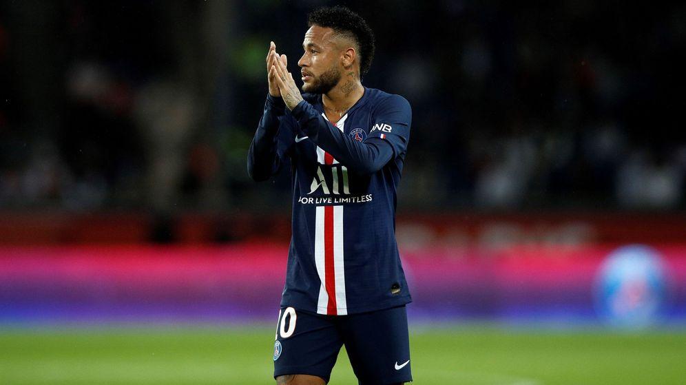 Foto: Neymar aplaudiendo con la camiseta del PSG. (EFE)