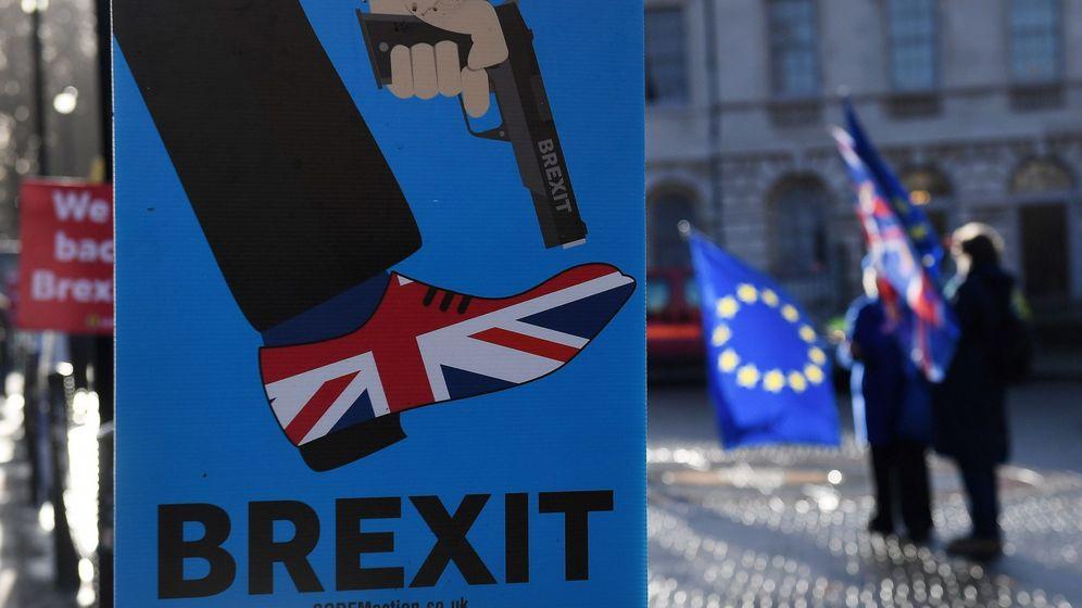 Foto: Manifestantes contrarios al Brexit. (EFE)