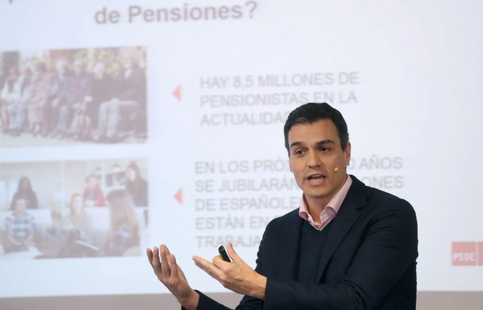 Foto: Pedro Sánchez, este 13 de marzo en la Deusto Business School, impartiendo una conferencia sobre pensiones. (EFE)