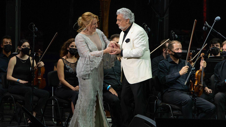 Plácido Domingo y la soprano Saioa Hernández, en Starlite. (EFE)