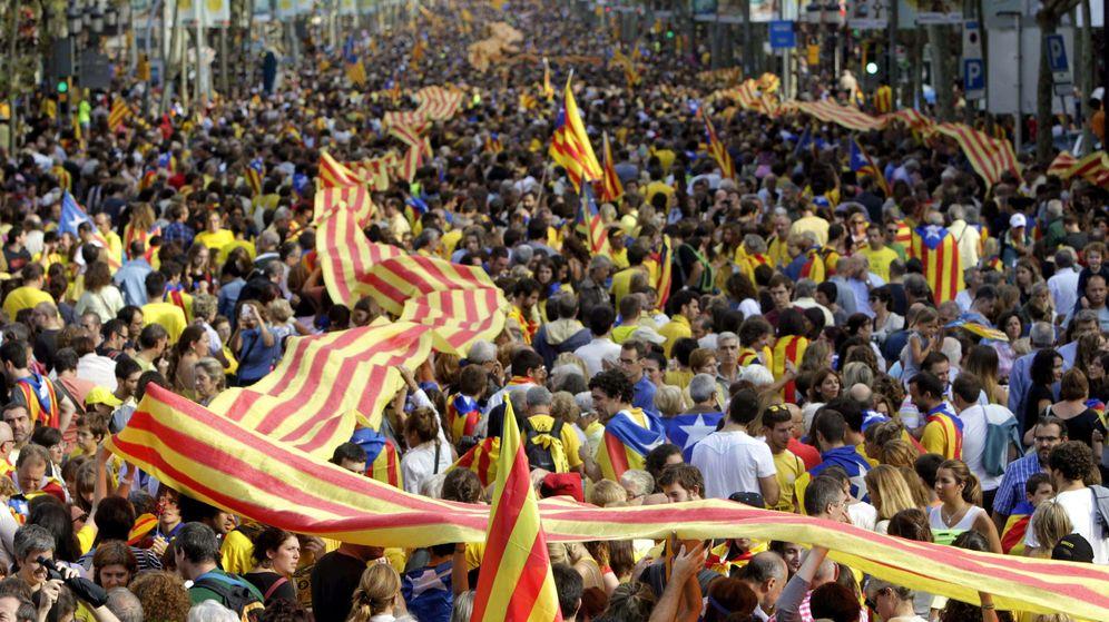 Foto: Cadena humana por la independencia organizada por la Asamblea Nacional Catalana. (EFE)