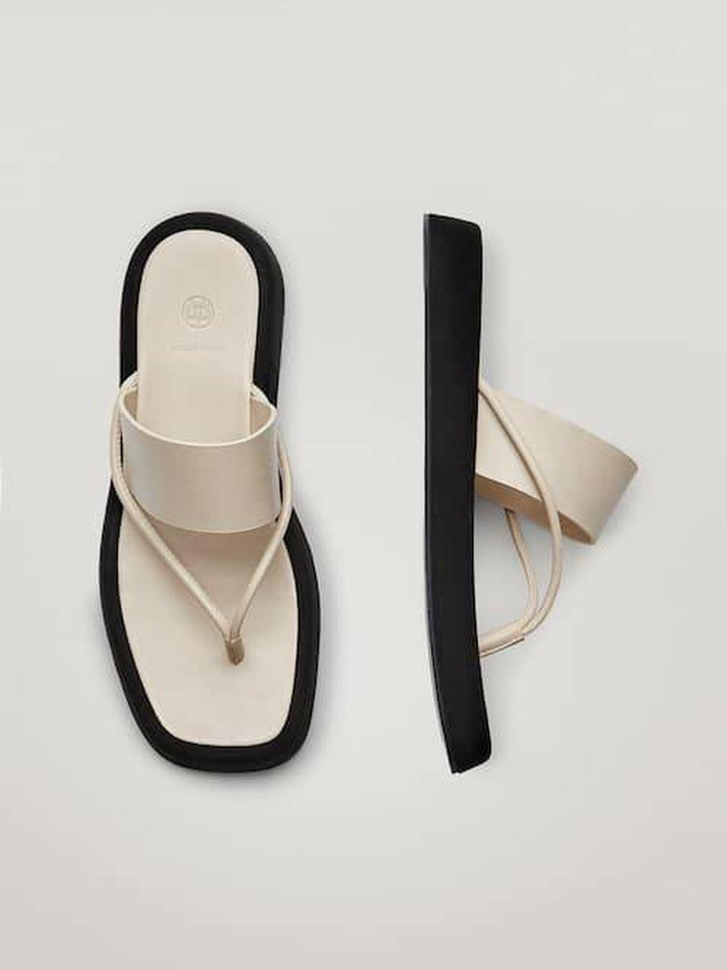 Las sandalias de Massimo Dutti. (Cortesía)