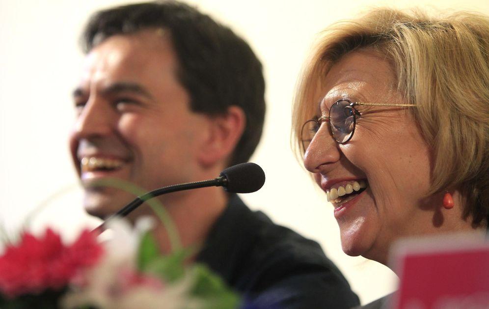 Foto: La líder de UPyD, Rosa Díez, junto al número dos de UPyD, Andrés Herzog (Efe)