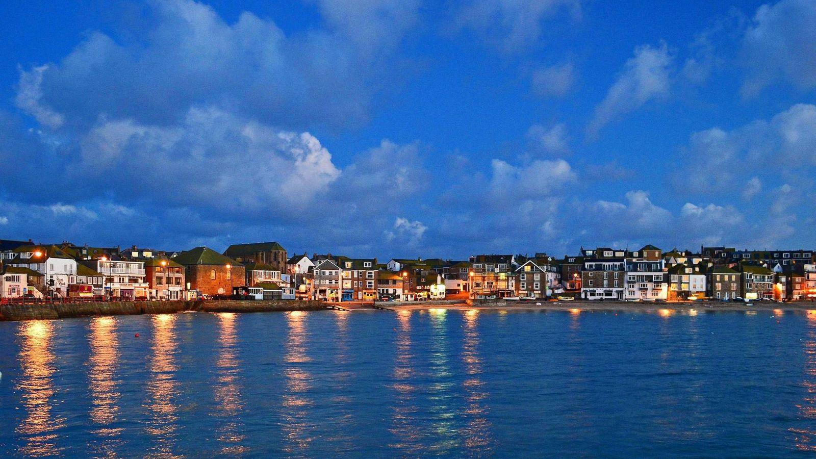 Foto: Una vista panorámica de la costa de St Ives.