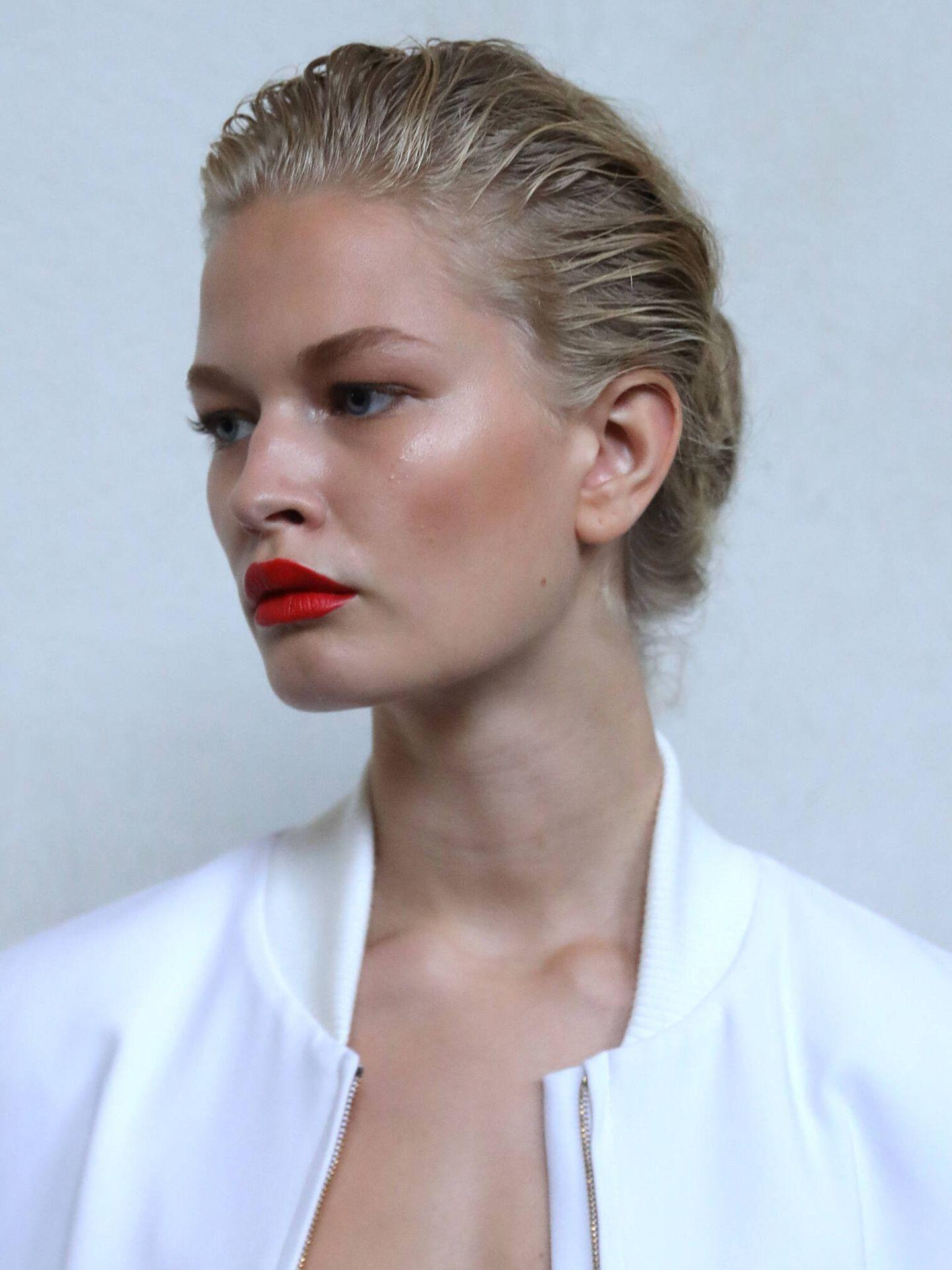 Los labiales mate están muy pigmentados y tienen sus propias normas para no resecar el labio. (Getty)