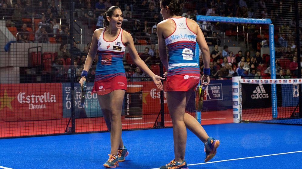 Foto: Majo y Mapi Sánchez Alayeto celebran un punto en la semifinal de este sábado. (EFE)