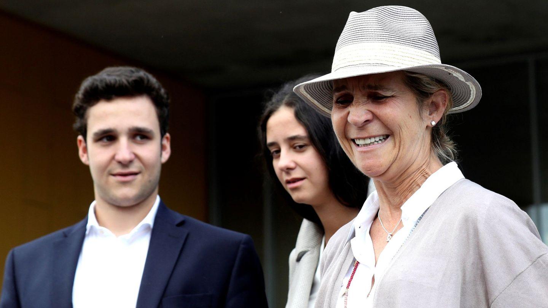 La infanta Elena y sus hijos, Victoria Federica y Felipe Juan Froilán. (EFE)