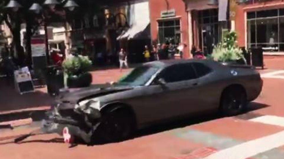 Foto: El vehículo utilizado contra la manifestación, después de atropellar a varias personas.