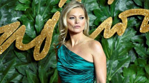 Solo Kate Moss es capaz de llevar una prenda semejante y convertirla en un hit