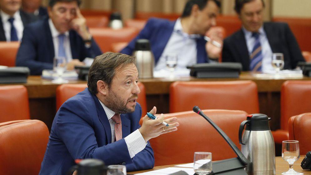 Foto: Francisco de la Torre durante su intervención en la reunión de la Diputación Permanente del Congreso. (EFE)