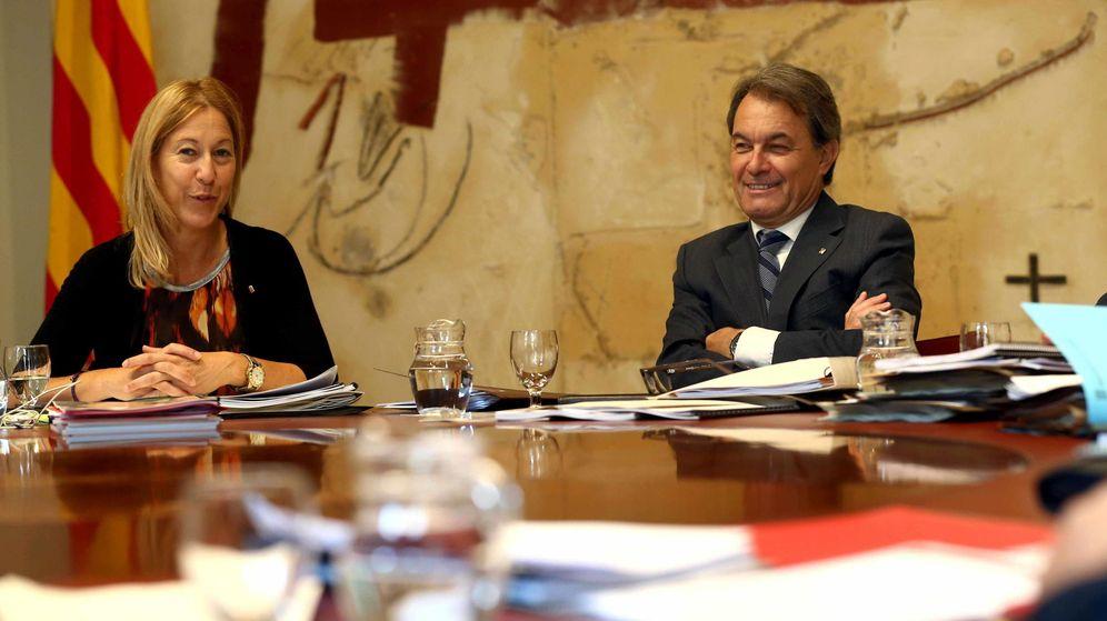 Foto: El presidente de la Generalitat, Artur Mas, y la vicepresidenta del gobierno, Neus Munté (i). (EFE)