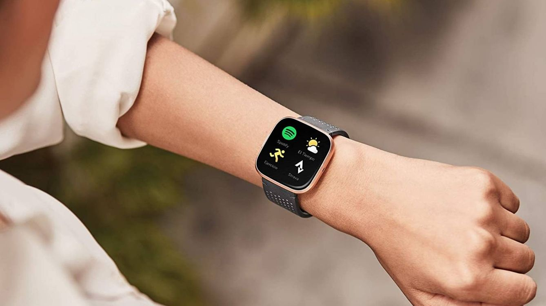 Descuentos de hasta el 50% en relojes inteligentes para regalar (o regalarte) en el Black Friday de Amazon