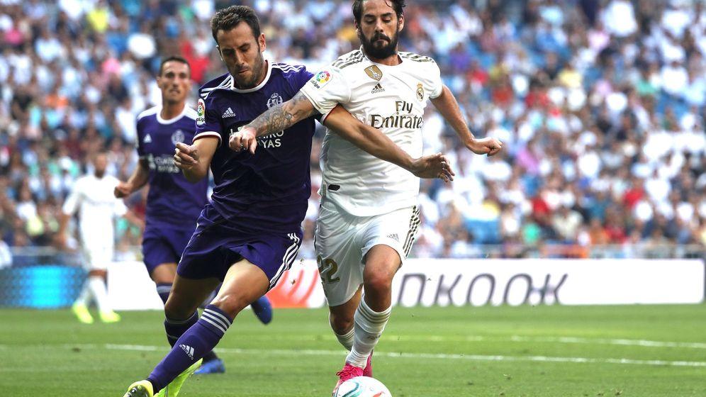 Foto: Isco en una acción de juego durante el partido contra el Valladolid en el Bernabéu. (Efe)