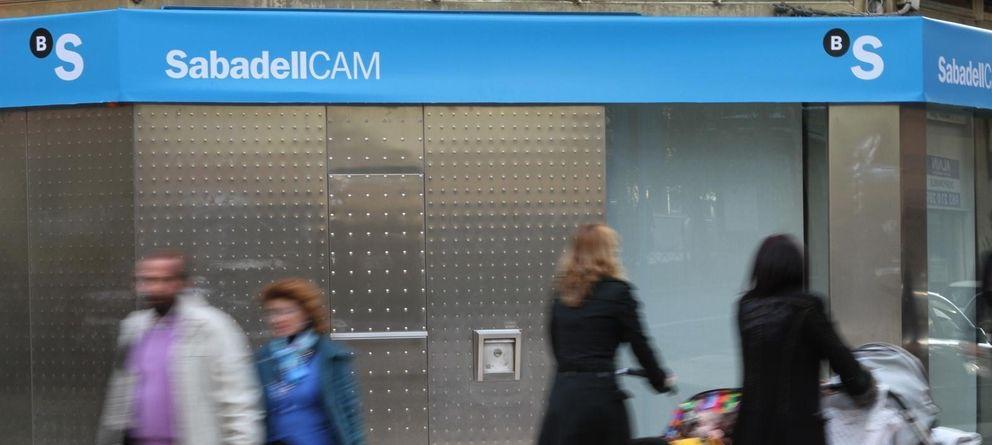 Foto: Imagen de una sucursal de Banco Sabadell. (EP)