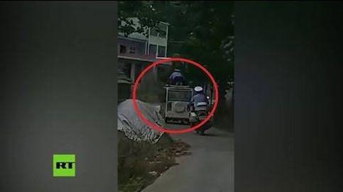 'A lo Jackie Chan': un policía trepa al techo del coche en marcha de un prófugo