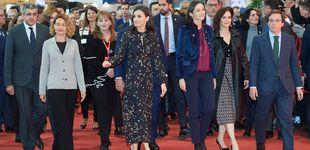 Post de El escuadrón de políticas de la reina Letizia en Fitur y su vestido 'coreano'