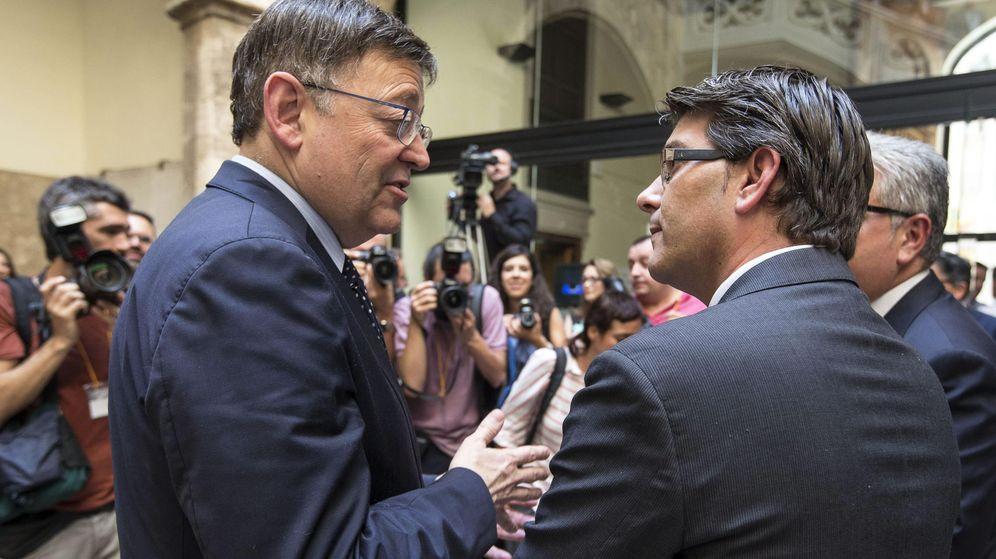 Foto: Ximo Puig y Jorge Rodríguez, cuando este tomo posesión como presidente de la Diputación en 2015. (EFE)