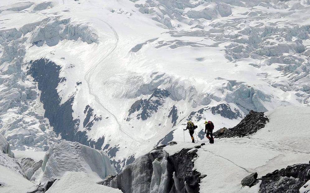 Foto: Miembro de una expedición ascienden el Annapurna. (EFE)