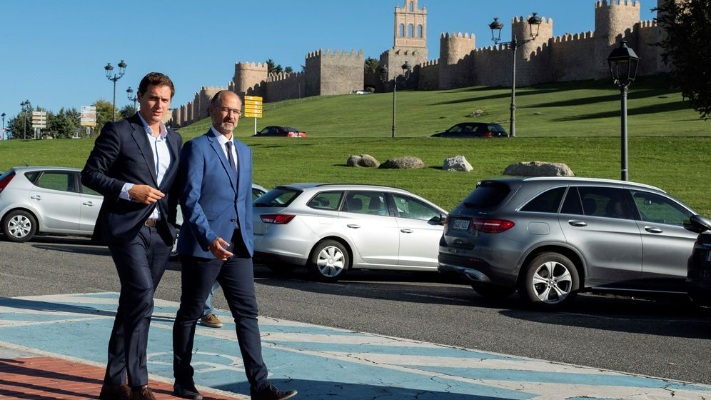Foto: Albert Rivera, junto a Luis Fuentes, en Ávila. (EFE)
