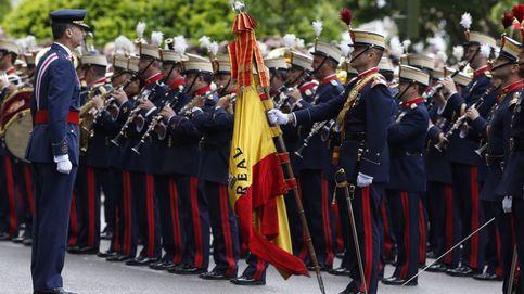 Cospedal recupera los desfiles del Día de las FAS después de 5 años de recortes