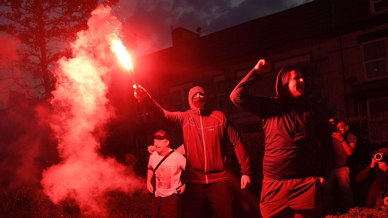 Aficionados del Liverpool celebran la victoria en la Premier (Efe)