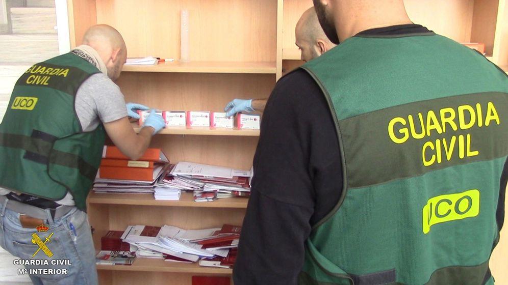 Foto: La Guardia Civil desmanteló el pasado abril una trama internacional que fabricaba en un laboratorio de Teruel medicamenos ilegales que se distribuían en Asia, África, Europa y América. (Efe)