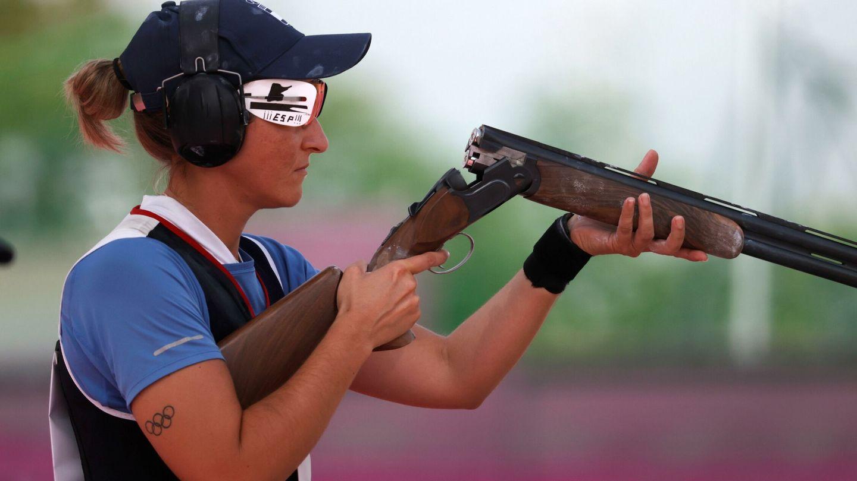 Fátima Gálvez, durante las rondas clasificatorias de fosa femenino de tiro en los Juegos Olímpicos Tokio 2020. (EFE)