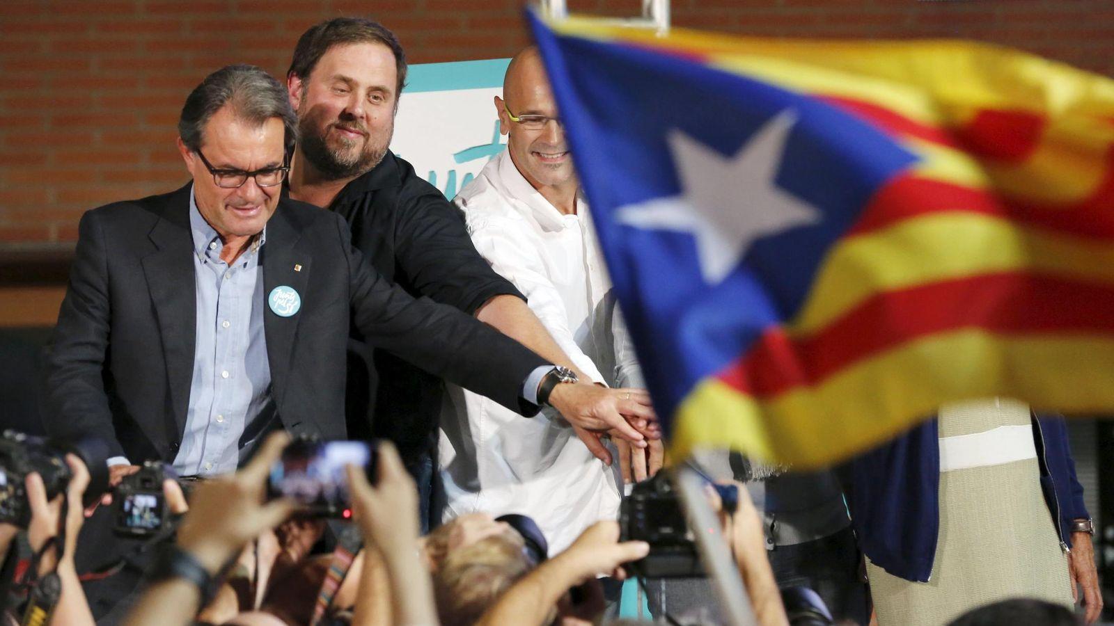 Foto: Artur Mas, Oriol Junqueras y Raül Romeva en el mitin de apertura de la campaña electoral. (Reuters)