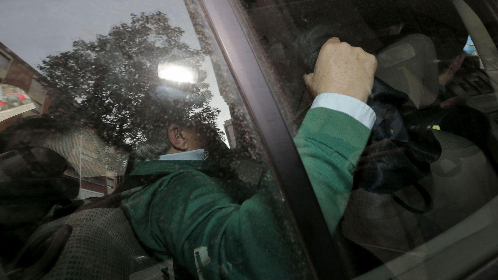 Foto: Alfonso Rus es trasladado a la comandancia de la Guardia Civil de Valencia. (EFE)