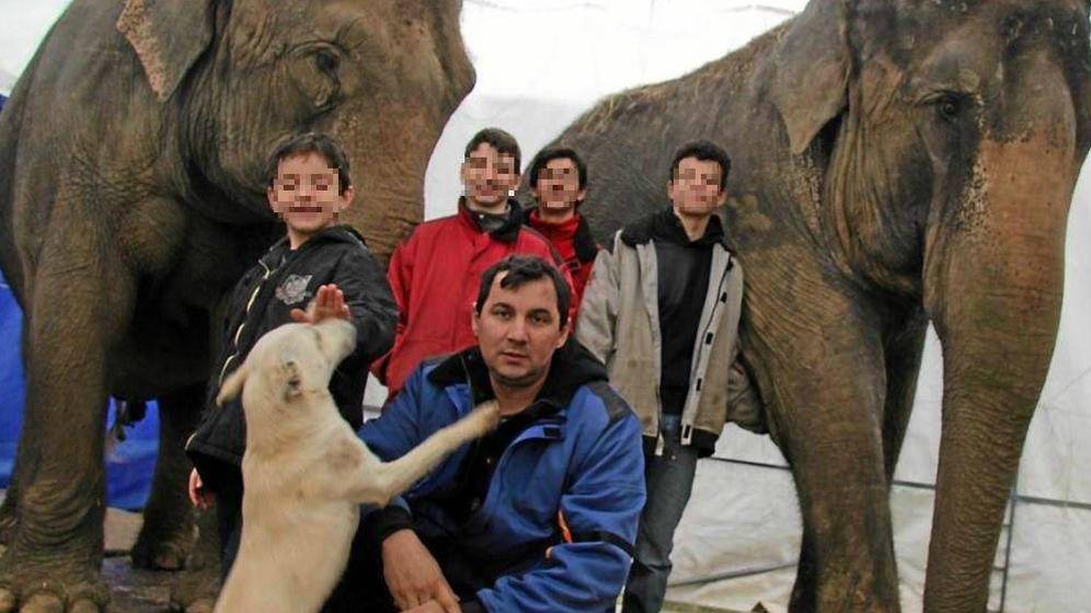Foto:  El dueño y domador de las elefantas accidentadas en Albacete, Joy Gartner.