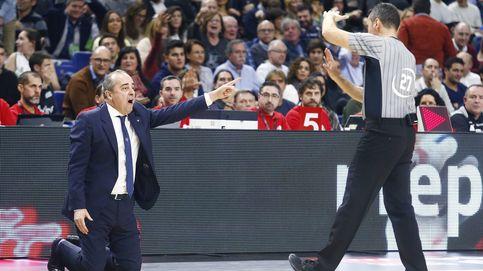 La imagen de la Copa: el entrenador del Tenerife suplicando de rodillas a los árbitros