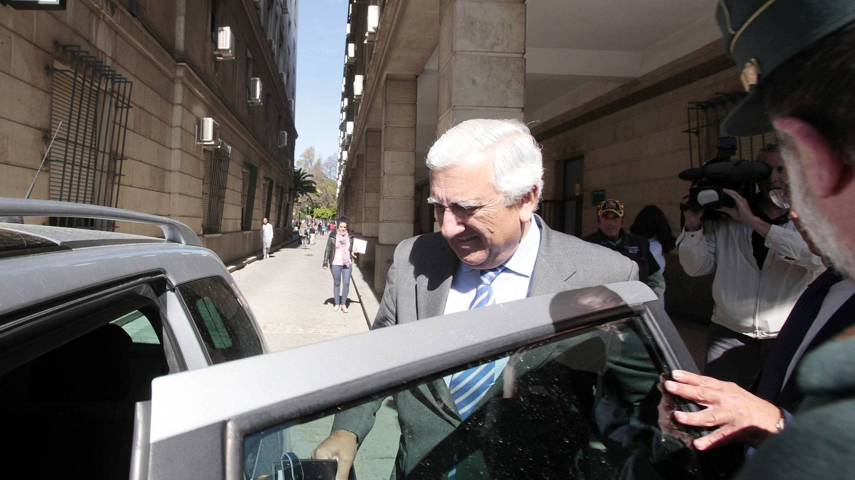 Santiago Herrero, expresidente de CEA, tras declarar en 2014. (F. Ruso)