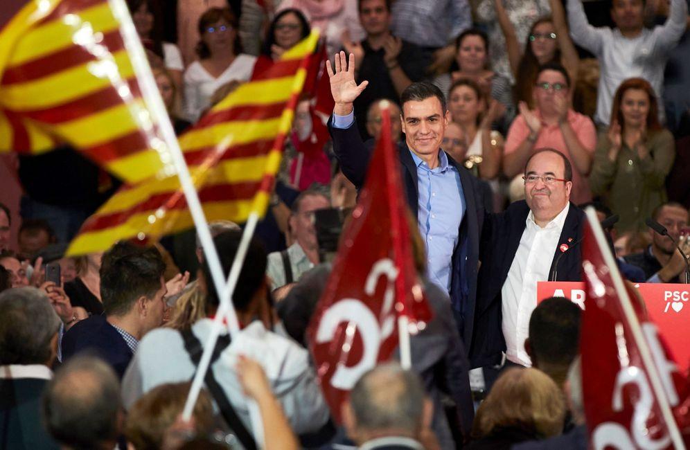 Foto: Pedro Sánchez y Miquel Iceta, este 30 de octubre, durante el acto en Viladecans, Barcelona. (EFE)