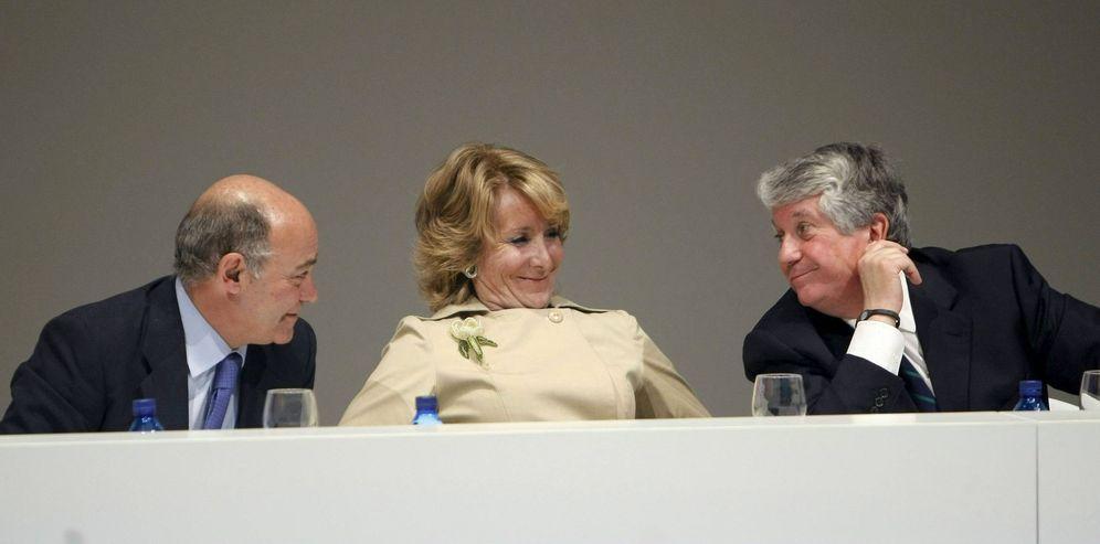 Foto: Díaz Ferrán, Esperanza Aguirre y Arturo Fernández. (EFE)