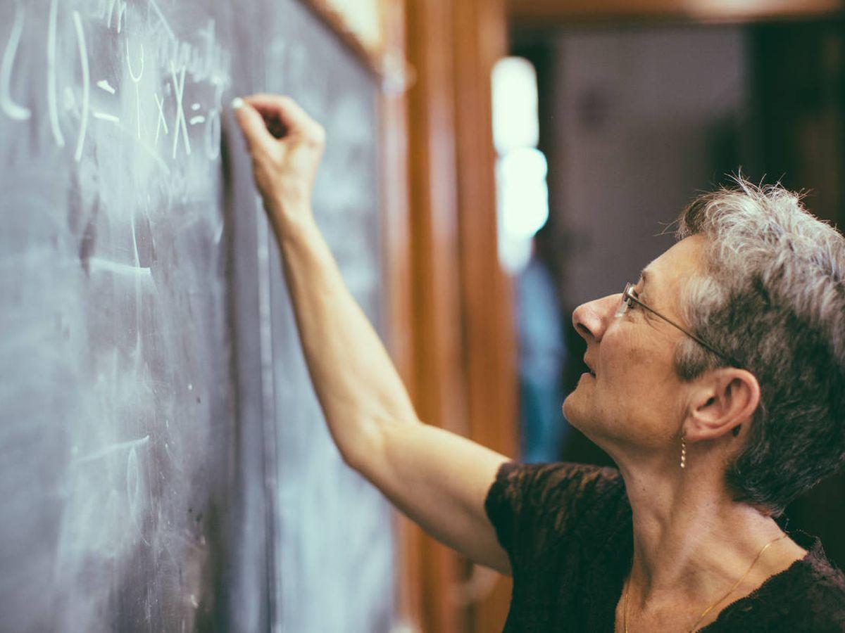 Foto: ¿Cuáles son los nuevos requisitos para ser profesor sin el máster en Secundaria? (iStock)