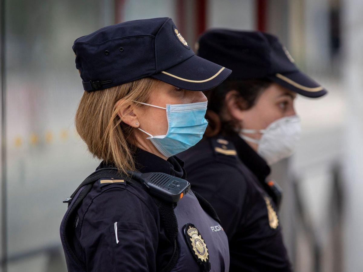 Foto: Dos agentes de Policía Nacional. (EFE)